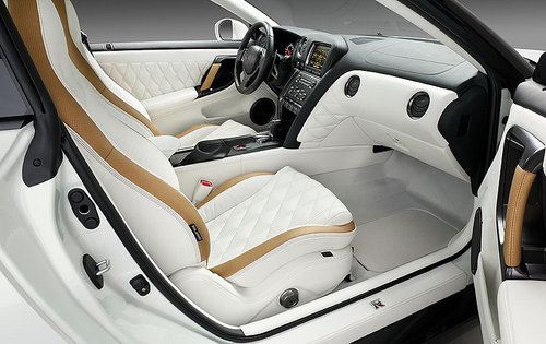 日产GT-R VVIP阿联酋特别版 24K镀金徽章