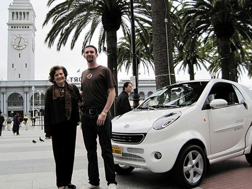记者近日从双环汽车获悉,已在美国热销两年之久的双环电动小贵族不