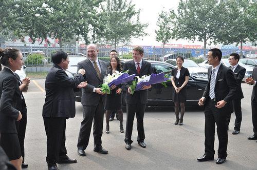唐山庞大奔驰 荣受销售总裁麦尔斯来访