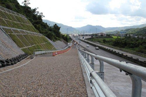 华东第一坡避险车道即将投入使用