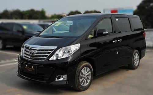 进口丰田埃尔法:该车有7座和8座版,这款车和国内销售的普瑞维亚出