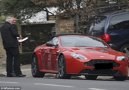 007主演获超级生日礼物 阿斯顿马丁一台