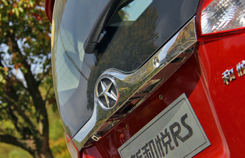内饰革新 试驾2013款和悦RS 1.8L豪华版