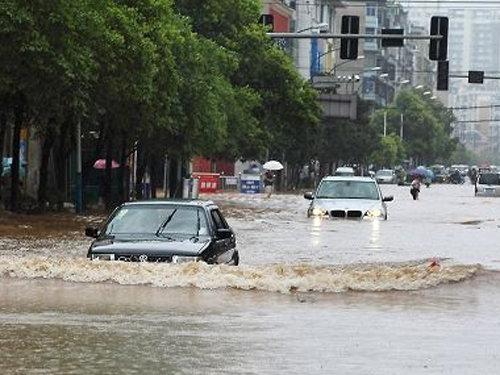 多地受暴雨袭击 雨季-汽车保养维修常识