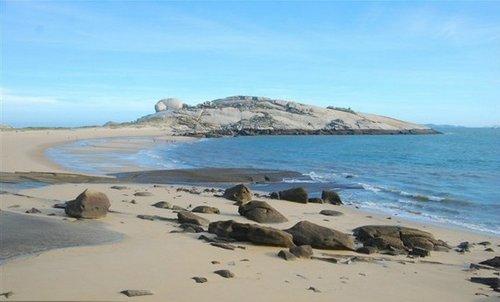 塘屿岛位于平潭岛最南端,属于南海乡管辖,海岛为扁长形,塘屿岛最南
