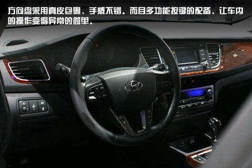 而且多功能按键的配备,让车内的操作变得异常的简单.