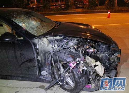 男子酒驾保时捷撞电动车 造两死两重伤
