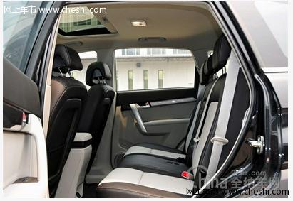 在后排空间方面,新车不仅一改后排没有空调出风口的弊病,充高清图片