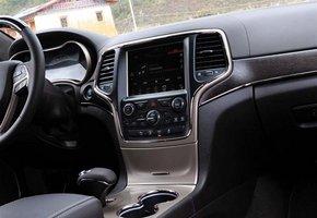 jeep大切诺基做工和科技感有了明显的提升,不论是液晶仪表盘高清图片