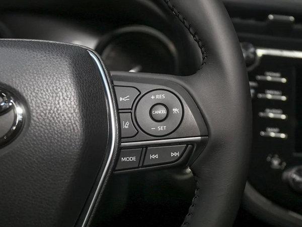 舒适与操控可以兼得 第八代凯美瑞对比新迈腾-图9