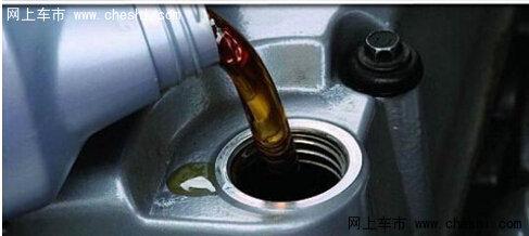 为何新车也会烧机油 报警灯亮需去维修站