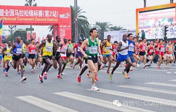 深圳佳鸿董事长周建明 助跑重庆马拉松赛