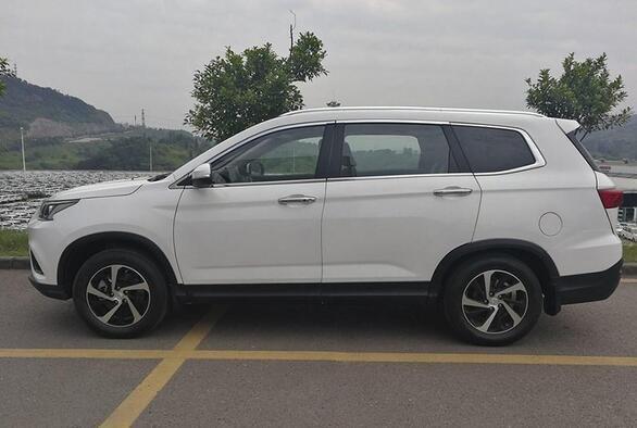 中型全新SUV北汽幻速S7 成都车展首发-图1