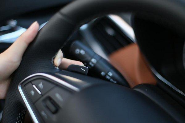 而停车也算是女生开车一大让人头疼不已的事,无论侧方位还是倒车入库