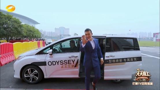 奥德赛携手《天天向上》打造辣爸专场-图3