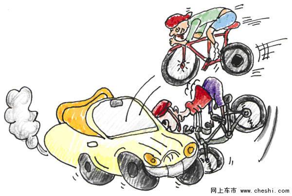 """摩托车非机动车上快速路 每月引发数十起交通事故 """"肉包铁""""在""""铁包肉""""中穿行,尤其行驶在车速较快的快速路上,十分危险,全市每月都发生约20起因此引发的交通事故。 4月中旬的一天,定淮门大街扬子江隧道入口处,一辆出租车正常行驶时,一辆电动自行车突然出现在它前方,司机赶紧刹车,可因车速较快还是撞了上去,电动自行车车主腿部骨折。 电动自行车怎会突然出现?车主刘女士告诉交警,她要到马路对面,可这是条快速路,必须绕行好几百米下地下通道才能掉头。事发时,她看到扬子江隧"""