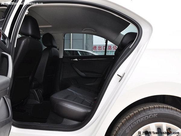 现车供应  全新桑塔纳的外观设计同老款车型绝不相同,使用了上海大众