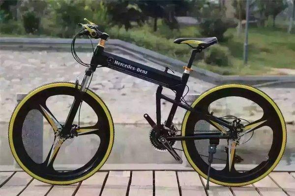 宝马自行车-2017款宝马X6 M版黑白现车 送宝马山地车