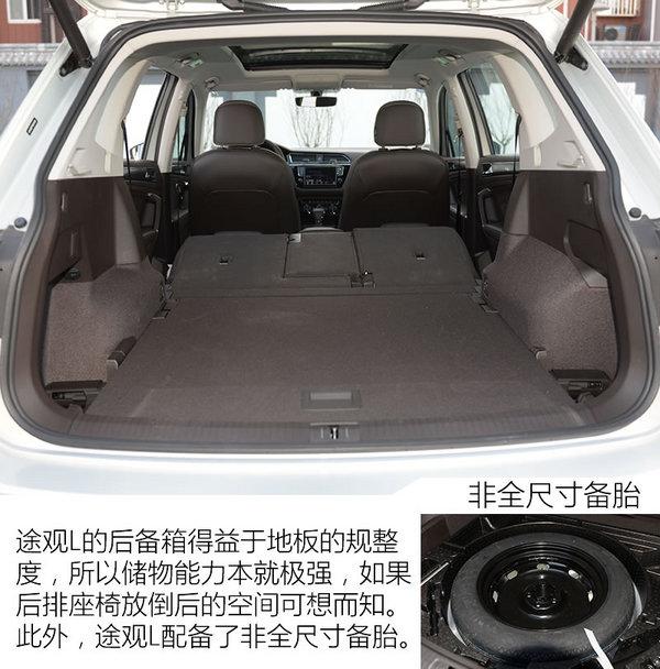 而车尾部分的后备箱门牌照架位置,尾灯等部分也是全新的样貌.
