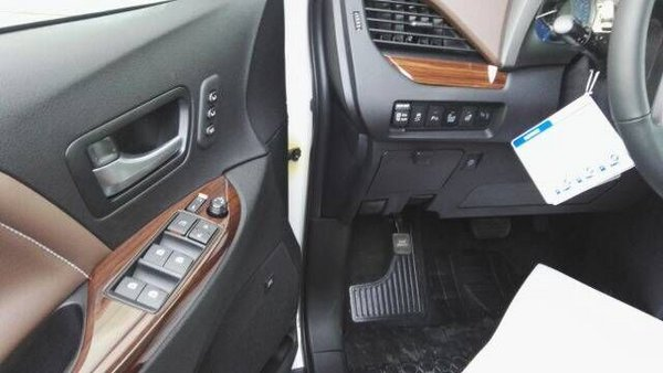 17款丰田塞纳四驱顶配 移动办公室空间大-图6