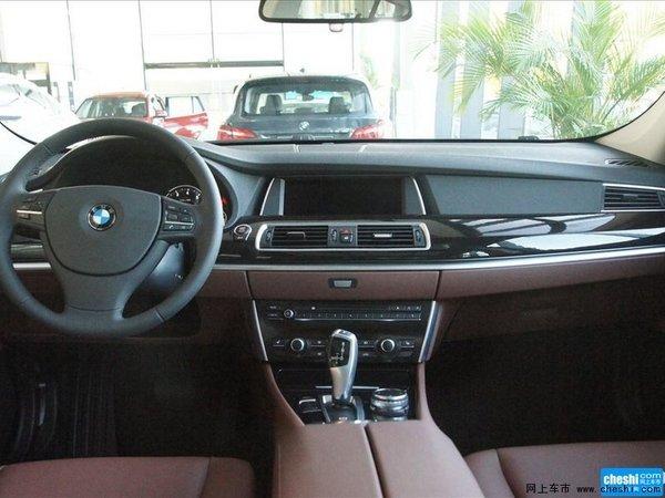 动态驾驶控制系统可根据您的需要调整创新BMW 5系Gran Turismo的驾驶风格。底盘、发动机、自动变速箱和动态稳定控制系统(DSC)将配合作用,只需按下一个按钮,即可从惬意的NORMAL行车模式(标准模式)切换为更具运动风格的SPORT+模式(运动+模式)。在SPORT模式(运动模式)下,您还可以根据需要把底盘响应调整得更为直接。
