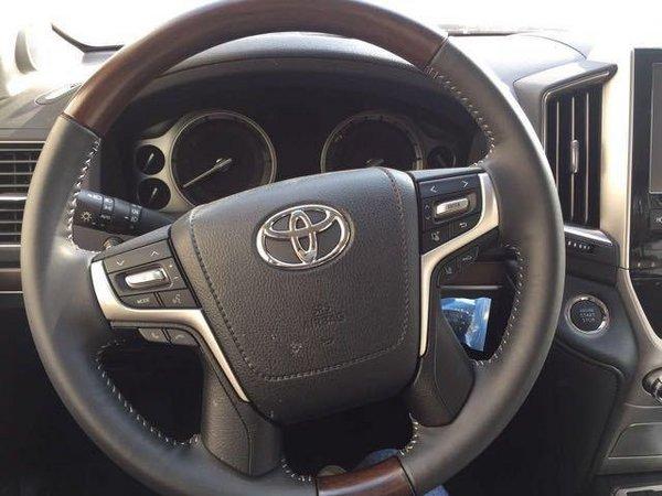 2017款丰田酷路泽5700 顶级SUV竞争路虎高清图片
