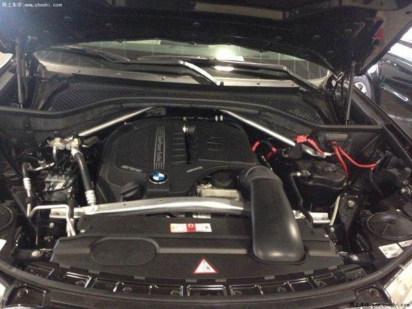 450马力的V8双涡轮增压汽油发动机和宝马xDrive智能四轮驱动系统