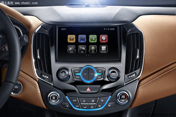 在安全性方面,全新一代科鲁兹在开发时就充分考虑中国、欧洲和北美的安全法规要求,整车安全防护能够满足全球五星安全标准。它配备了同级唯一的APA二代自动泊车辅助,可通过12颗探测雷达智能识别车位,轻松完成路边停车或停车入库。而侧盲区智能警示系统能精准探测车辆两侧 3米及后方 3米范围的路况,在危险变道时会有灯光闪烁警示,避免因盲区而引起的变道事故。此外,全新一代科鲁兹72%的车身采用高强度钢,其中18%为屈服强度达到950~1250Mpa的热成型钢,并配有全方位安全气囊和气帘,为车内乘员和行人提供高标准的安