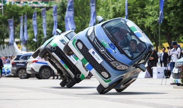 第四届电动汽车挑战赛上演速度与激情-图3