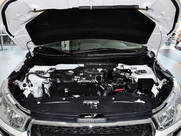 动力部分,东风标致4008预计将搭载1.6THP与1.8THP两款涡轮增压发动机。其中1.6THP发动机最大功率123千瓦,峰值扭矩245牛米。1.8THP发动机则是由1.6THP发动机衍生而来,技术方面也承接了1.6THP发动机中配备的双涡管单涡轮、高压缸内直喷、CVVT连续可变进气正时系统、涡轮独立电子冷却系统等多项先进技术,从而可实现最大功率150千瓦,峰值扭矩280牛米的动力输出。传动方面,新车预计将匹配全新爱信6速手自一体变速箱。 编辑点评:目前2013款标致4008现车销售,最高优惠4万元,