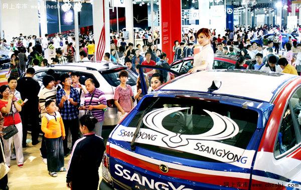 根据青岛国际车展组织方预计,本届参观人数将突破50万人次,展车将突破