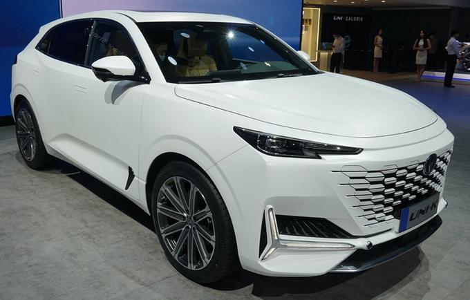 长安UNI系列高端轿车明年发布 比锐程CC更高级-图1