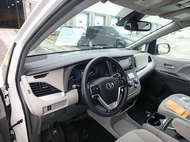 丰田塞纳四驱标配LE版本 环保公开48.5万-图5
