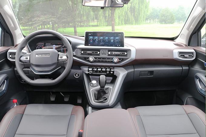 长安凯程F70首台量产车下线  中欧合作皮卡10月上市-图6