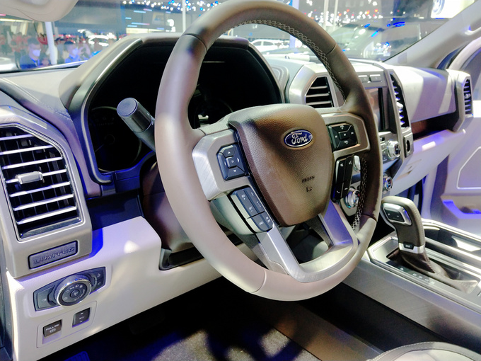 成都车展福特F-150 LTD上市售价57.28万元-图4