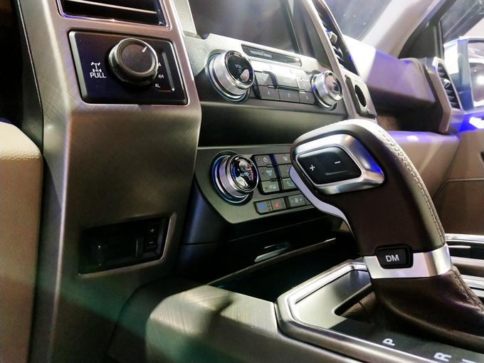 成都车展福特F-150 LTD上市售价57.28万元-图5