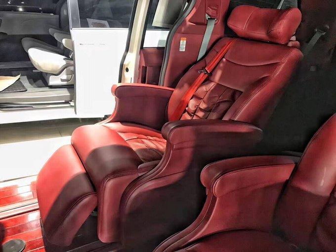 丰田塞纳则很好的丰富了用户的选择,动力、空间充沛,作为实用性和质量过硬的MPV,公私两用都非常合适。塞纳是丰田MPV车型中功能最丰富,配置最豪华的车型之一,作为商用和家用都是不错的选择。