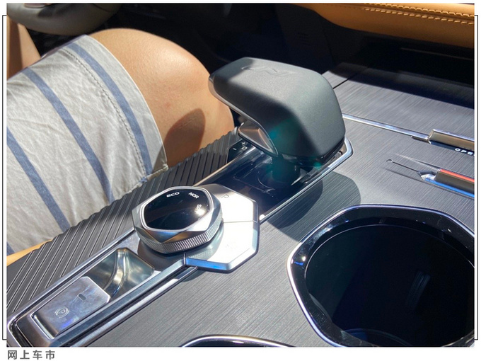 长安UNI-K高端SUV亮相 搭2.0T动力-尺寸超本田冠道-图7