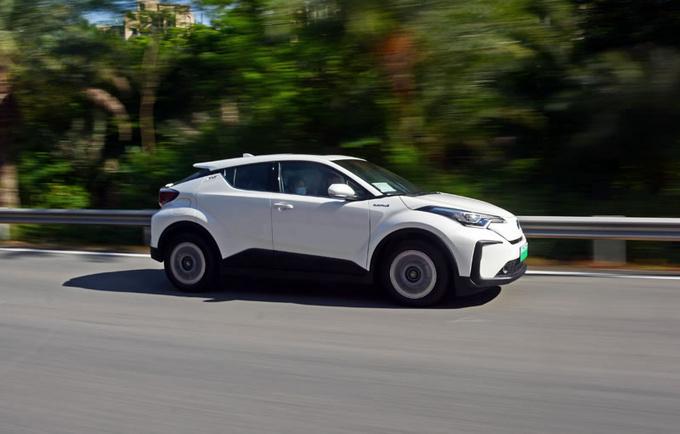 论纯电SUV的驾控表现 广汽丰田C-HR EV值得拥有-图2