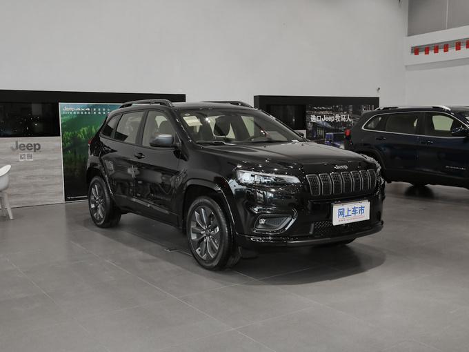 Jeep自由光至高优惠4万元 店内现车销售-图1
