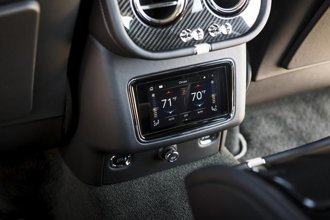 新款添越Speed官图发布 内饰曝光/搭W12发动机-图7
