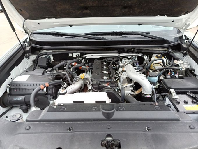 双凸轮轴16气门2tr-fe发动机,赋予全新丰田普拉多源源不断的强劲动力.