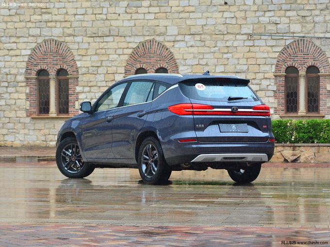 想要全景天窗的SUV 最低不到8万元就能拥有-图3
