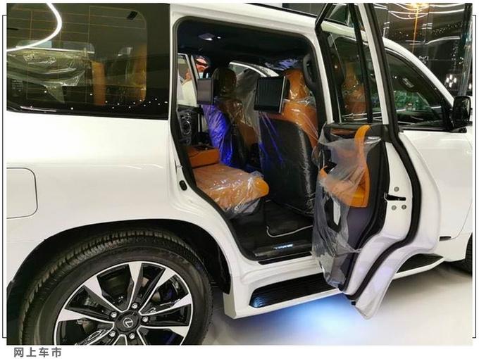 雷克萨斯新款LX进店实拍搭5.7L V8+四驱系统-图4