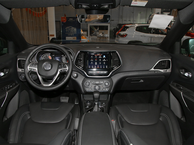 Jeep自由光至高优惠4万元 店内现车销售-图2