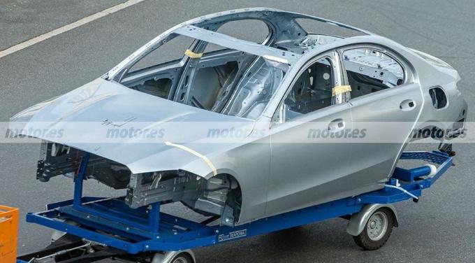 奔驰全新C级白车身谍照搭插混系统/年后开售-图1