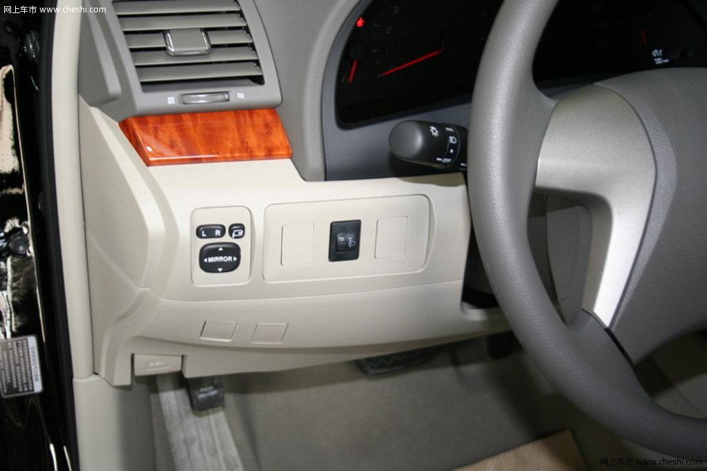 丰田 凯美瑞 左侧按钮或储物盒