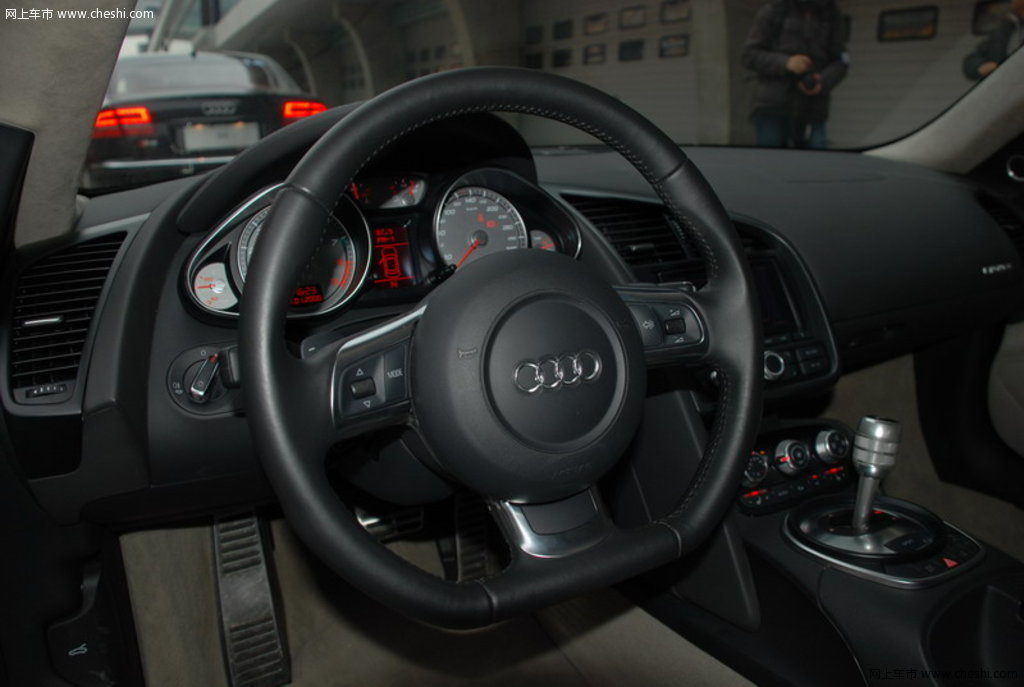 奥迪r8 德国奥迪 r8 前排车内顶灯或功能键 图片