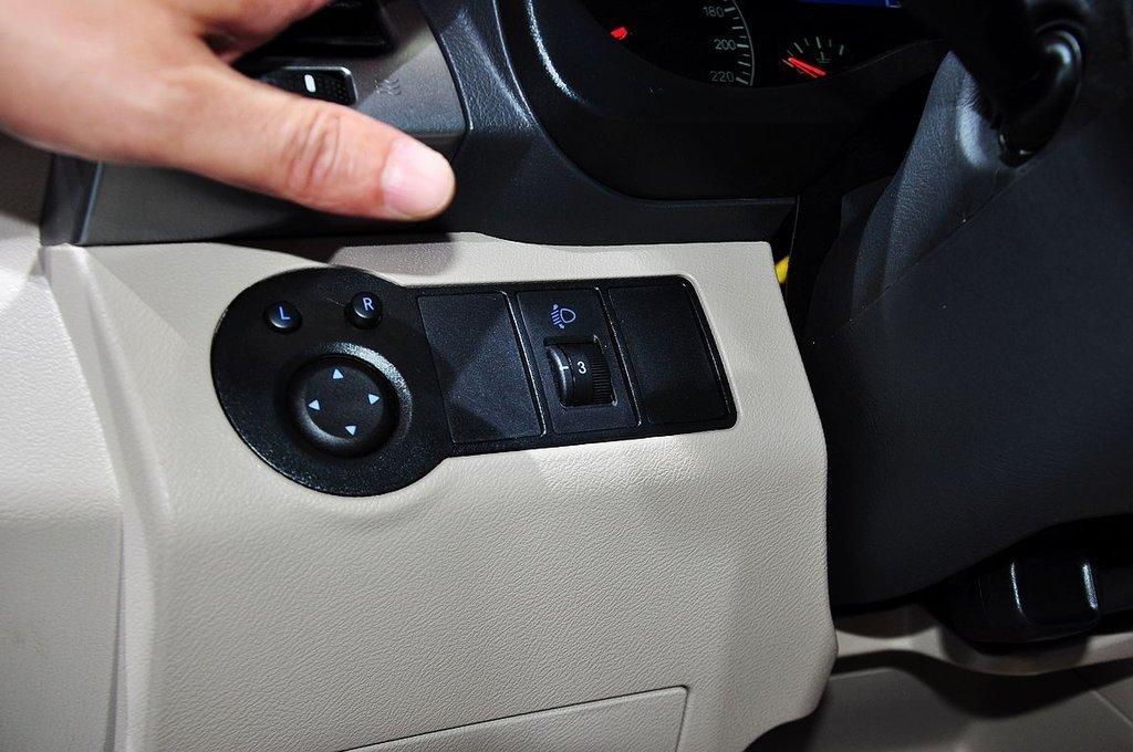 瑞虎3电子油门踏板传感器电路图