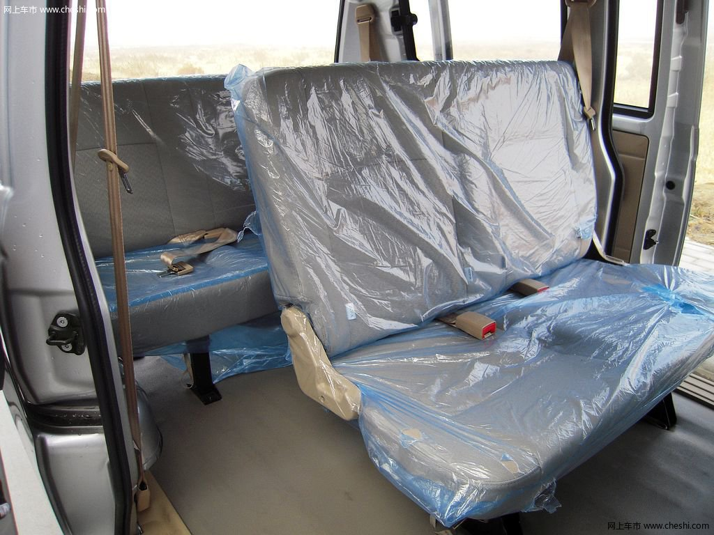 风景v3 2015款 1.0l手动标准型座椅空间图片(36/37)